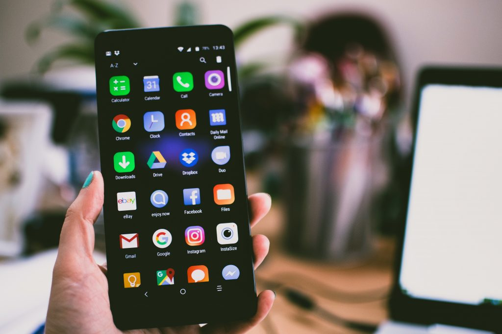 nom d'application mobile - tinder instagram- facebook snapchat spotify - naming - création nom d'app énékia