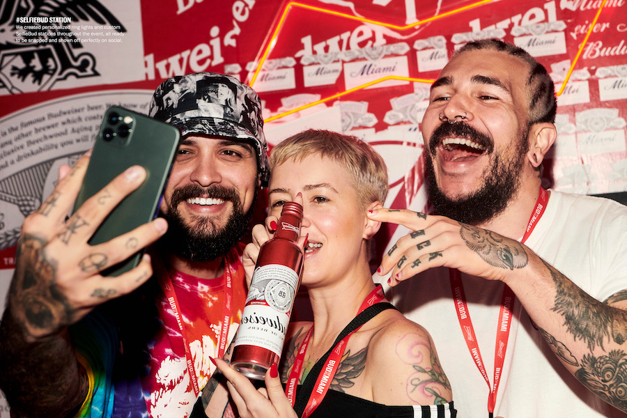 selfie-budweiser-campagnes-marketing-agence-de-naming-énékia